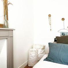 Une touche de douceur avec le lin dans la chambre / Bedroom with linen furniture