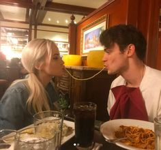 Thomas doherty siger, at han blev forelsket i dove cameron på deres første Cute Couples Photos, Cute Couple Pictures, Cute Couples Goals, Couple Goals, Love Pics, Cutest Couples, Couple Pics, Thomas Doherty, Boyfriend Goals