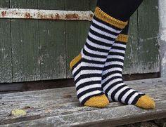 Yksinkertainen on kaunis Diy Crochet And Knitting, How To Start Knitting, Wool Socks, Knitting Socks, Sock Toys, Baby Booties, Yarn Crafts, Pullover, Knitting Patterns