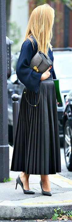 Spring 14 Paris Fashion Week Street-Style Photos by Tommy Ton Long Pink Skirt, Black Pleated Skirt, Long Skirts, Pleated Skirts, Full Skirts, Fashion Week Paris, Street Fashion, Fashion Weeks, Milan Fashion