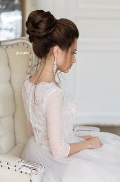 Hairstyles for weddings are of primary concern for every bride, see our favorite wedding updo hairstyles from every angle. Hairstyles for weddings are of primary concern for every bride, see our favorite wedding updo hairstyles from every angle. Classy Updo Hairstyles, Unique Wedding Hairstyles, Bride Hairstyles, Hairstyle Ideas, Hair Ideas, Romantic Wedding Hair, Wedding Hair And Makeup, Hair Wedding, Bridal Hair Updo High