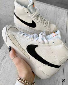 Jordan Shoes Girls, Girls Shoes, Cute Sneakers, Sneakers Nike, Sneakers Fashion, Fashion Shoes, Swag Shoes, Nike Air Shoes, Aesthetic Shoes