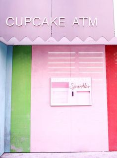 cupcake ATM sprinkles new york atm cupcake new york blogger travel guide where to eat in new york cool things to do in new york