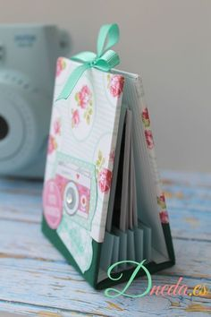 album intax mini scrap Mini Albums, Diy Mini Album, Mini Scrapbook Albums, Diy Pocket Books, Diy Crafts For Girls, Book Making, Bookbinding, Mini Books, Origami