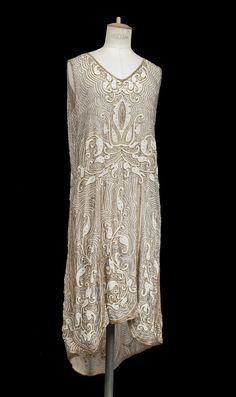 In honor of grandma Myrtie, evening dress ca 1925, I used to love to try these beaded dresses on at Antiquarious on Kings Road in London!!!! They are very heavy!