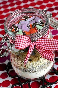 Anna pikkuleipäainekset lahjaksi. Muista liittää resepti mukaan!