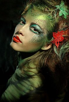 Miss Penny Dreadful: Halloween make-up I would keep this in mind for a Poison Ivy costume.(There's me again, randomly thinking of Batman characters out of context. Ideas Maquillaje Carnaval, Poison Ivy Costumes, Fantasy Make Up, Fantasy Hair, Theatrical Makeup, Fx Makeup, Witch Makeup, Pixie Makeup, Medusa Makeup
