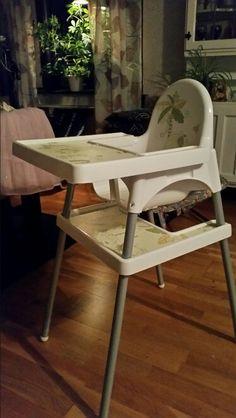 Fotstöd av ett bord