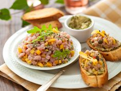 Avec les lectrices reporter de Femme Actuelle, découvrez les recettes de cuisine des internautes : Tartine croustillante de tartare de veau à la mangue