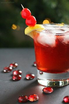 This Cinnamon Cherry 7UP with Bourbon might be the best Cherry 7UP EVER! Perfect for holiday cocktail parties! #christmas #holiday #cocktail