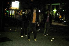 Traces de pas en alluminium et résine lumineuse, Place Fourneyron. Noémie BSG Place, Concert, Design, Concerts