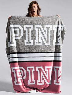 Cosas que quiero Victoria Secret Outfits, Victoria Secrets, Pink Outfits, Mode Outfits, Vs Pink Outfit, Marca Pink, Pink Blanket, Softest Blanket, Pink Nation