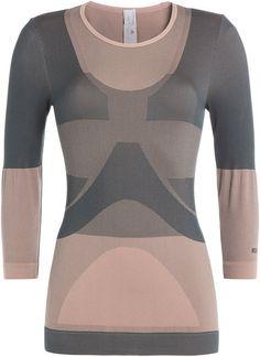 Pin for Later: Gute Vorsätze in Sachen Sport beginnen mit dem richtigen Outfit  adidas by Stella McCartney langärmeliges Yoga-Shirt (85 €)