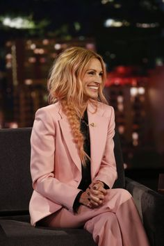 Julia Roberts Has Rose Pink Hair Now and Looks Totally amazing Lucy Hale, Behati Prinsloo, Popular Hairstyles, Braided Hairstyles, Goddess Hairstyles, Hairstyles 2018, Rose Pink Hair, Girls Short Haircuts, Magazine Mode