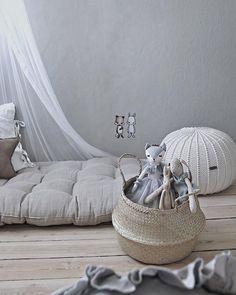 Good night . - @mitliversmukt . . . . #kidsbedromdesign #kidsbedroom #nursery #pouffes #poufs #pouf #ottoman #ottomans #pouffe #ecrupouffe #knitpouf #knitpouffe #crochetedrug #crochetedrugs #crochetcarpet #crochetcarpet #roundrug #nurseryrug #nurserypouffe #scandinaviandesign #cosyhome #cosyhomes #cosyhouse #cozyhome #nurserydecor #zurihouse #zuripouffes #cosyliving