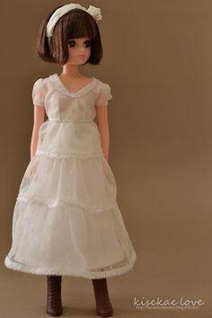 博品館リカ。オーソドックスなドレスがお似合いです。
