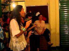 Yamê Aram rege o coral de meninas do Projeto Bem Me Quer na Vila Acaba M...