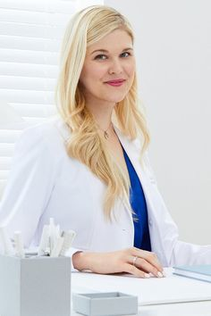 Doctor by Day, Mom by Night: How This Woman Creates a Germ-Free Safe Haven at Home and at Work Single Parenting, Parenting Hacks, Female Doctor, Woman Doctor, Fertility Doctor, I Never Lose, Prop Styling, Safe Haven, Family Planning