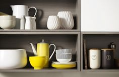 Cinnamon Ash with Malibu provide a homely environment with vintage and down-to-earth complexions Decorative Panels, Scandi Style, Kitchen Shelves, Minimalist Living, Kitchen Interior, Shelving, Ash, Cinnamon, Tableware