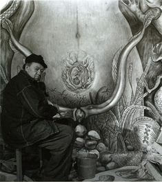 Diego Rivera Painting the Female Figure in the mural Water, Origin of Life Diego Rivera Frida Kahlo, Frida And Diego, Mexico Art, Mexican Artists, Vincent Van Gogh, Famous Artists, Online Art, Old Photos, Art History