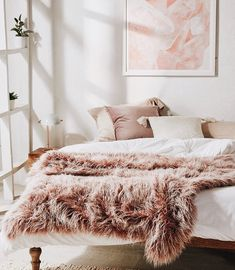 Home Interior Catalogo Urban Outfitters Marisa Tipped Faux Fur Throw Blanket.Home Interior Catalogo Urban Outfitters Marisa Tipped Faux Fur Throw Blanket Dream Bedroom, Home Bedroom, Bedroom Decor, Master Bedroom, Bedroom Ideas, Blush Bedroom, My New Room, Home Decor Inspiration, Travel Inspiration
