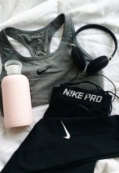 Pinterest: @ theapresgal ❄△ | That would definitely motivate me to workout! BKR bottle, nike pro bra + leggings