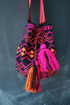 Mochila Wayuu - Black, Hot Pink, Orange Multicolor #mochila #ethnic