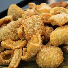 Receita de Torresmo Sem Óleo - 1 kg de toucinho ou barriga de suíno, tempero pronto em pó ou sal a gosto
