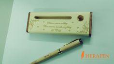 Bút gỗ khắc tên là món quà độc đáo dành tặng những người thân yêu.