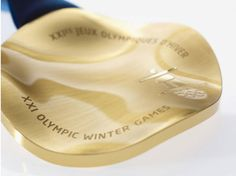 Vancouver 2010 Olympic Medals - Design by Omer Arbel Olympic Idea, Olympic Games, 2020 Olympics, Winter Olympics, Vancouver Winter, Trophy Design, Olympic Medals, Winter Games, Sign Design