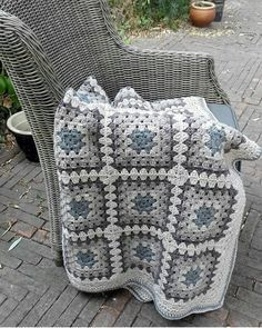 How to Crochet a Granny Square with 72 Images for 2019 – Page 57 of 65 – Crochet… – Granny Square Granny Square Häkelanleitung, Granny Square Projects, Crochet Squares Afghan, Crochet Granny Square Afghan, Crochet Quilt, Granny Square Crochet Pattern, Crochet Blocks, Crochet Blanket Patterns, Baby Blanket Crochet