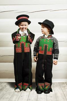 Setesdal Husflid Folk Clothing, Antique Clothing, Folk Costume, Costumes, Norwegian Clothing, Traditional Dresses, Norway, Christmas Sweaters, Textiles