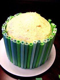 Торт: 8 яйца 2 ст сахара 2 ст муки разрыхлитель 5 ст л кокао Вишни Крем: 2 ст сливок 1 ст сахара Изпечь коржи. Дать ос...