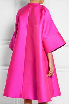 Terrier and Lobster: The Daily Frock: Antonio Berardi Oversized Hot Pink Scuba-Satin Coat Antonio Berardi, Abaya Fashion, Fashion Dresses, Fashion Coat, Satin Coat, Mode Abaya, Moda Chic, Striped Maxi Dresses, Coat Dress