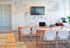 Mercado Libre Argentina.                    Producto: Implementación gráfica de nuevas oficinas. 2011. Vista comedor. Diseño: Pogo.                                                                                        Producción integral. | Coordinación | Instalación.