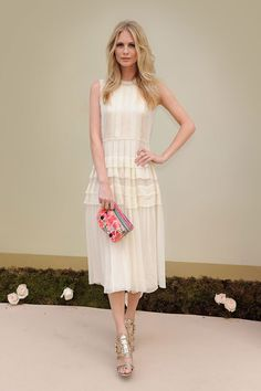 The pleated dress of Poppy Delevingne