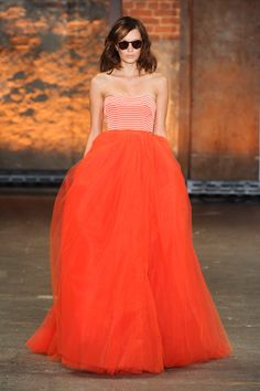 I'm all about the dramatics of fashion.  Luvs this, very Carrie Bradshaw!