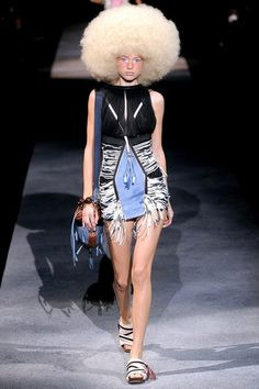 d816c71f7d39 Louis Vuitton Spring 2010 Ready-to-Wear Collection - Vogue Laura Biagiotti