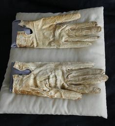 Lincoln's bloodstained gloves he carried on the night of his death