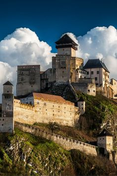 Even though Slovakia is a small country, it has a lot of beautiful and well preserved castles. Trencin castle is an example of one. Check out 20 more of the Most Beautiful Fairy Tale Castles in the World! Bratislava, Beautiful Fairies, Beautiful Castles, Cool Places To Visit, Places To Travel, Saint Marin, Wonderful Places, Beautiful Places, Germany Castles