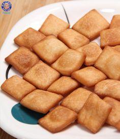 Learn how to make Shakkar Para / Shankarpali - Indian Tea Time Snacks - Sweet Snacks Recipe By Ruchi Bharani Chef Ruchi Bharani makes tea time time snacks th. Easy Indian Snacks, Indian Desserts, Indian Sweets, Indian Dishes, Indian Food Recipes, Vegetarian Recipes, Savory Snacks, Savoury Dishes, Yummy Snacks