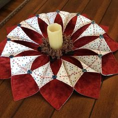 Resultado de imagen para fold n stitch wreath tutorial Quilted Christmas Gifts, Christmas Patchwork, Quilted Ornaments, Christmas Crafts, Christmas Decorations, Christmas Ornaments, Prim Christmas, Christmas Sewing Projects, Holiday Crafts