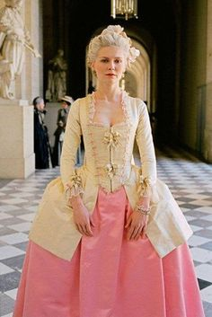 Kirsten Dunst as Marie Antoinette directed by the lovely Sofia Coppola. Marie Antoinette Film, Costume Marie Antoinette, Kirsten Dunst Marie Antoinette, 18th Century Dress, 18th Century Fashion, Rococo Dress, 1920s Dress, Rococo Fashion, Victorian Fashion