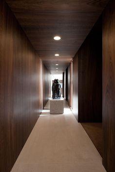 Timber walls & ceiling - Apartment On Oscar Freire Str. in São Paulo by Felipe Hess