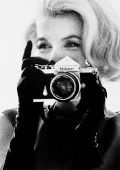 Bonjour à tous !   Aujourd'hui je voulais vous faire un article sur la photographie. Rien de barbant ni de technique, pas d'inquiétude.  Je...