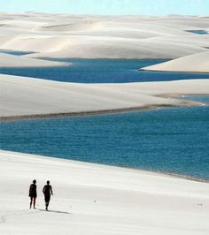 Visitées chaque année par toujours plus de touristes, ces dunes de sable blanc du parc national des Lençóis Maranhenses restent pourtant d'une beauté sauvage immaculée