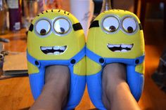 Keep your feet warm and cozy while you bring your favorite pill like characters to life using these Minion plush slippers. Each slipper is designed to look like an adorable little Minion that's eager to keep your footsies nice and toasty. Minion Dress, Minion Outfit, Minion Shoes, Minion Gifts, Shoe Makeover, Disney Toms, Hand Painted Shoes, Michael Kors Outlet, Nike Free Shoes