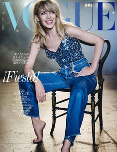 Australian superstar Kylie Minogue wears a look from Dolce & Gabbana on the July 2018 cover of Vogue Spain captured by photographer Boo George. Vogue Spain, Vogue Uk, Teen Vogue, Kylie Minogue, Vogue Magazine Covers, Vogue Covers, Patrick Demarchelier, Carolina Herrera, Dior