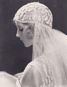 memoriastoica:  Madge Bellamy in White Zombie (1932)