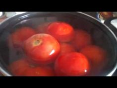 tomates al natural en conserva - YouTube Vinager, Homemade Pickles, Antipasto, Kitchen Hacks, Ketchup, Cooking Tips, Food And Drink, Make It Yourself, Canning